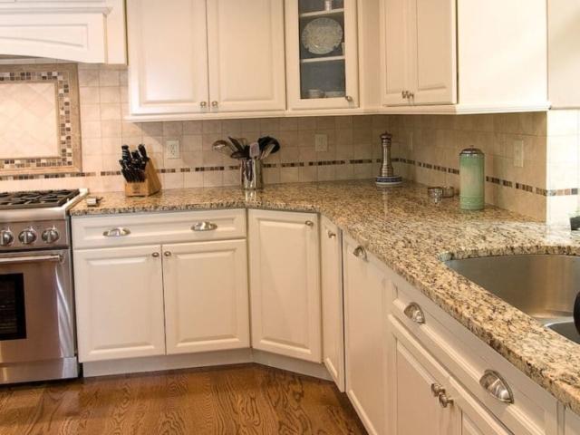 Material - Amber Yellow Granite / Edge - Eased / Sink - CMG 3521