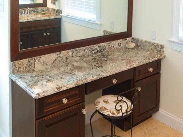 Material - Bianco Antico Granite 3CM / Edge - Ogee