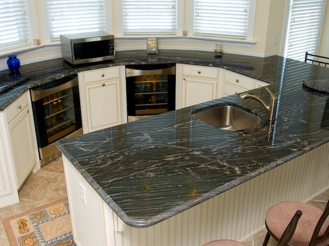 Material - Pretoria Black Granite 3CM / Edge - Ogee