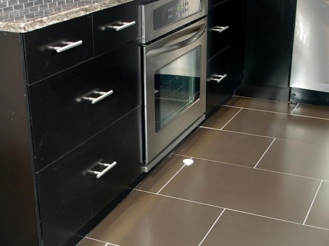 Material - Silver Asterix Granite / Edge - Eased / Sink - CMG 2321
