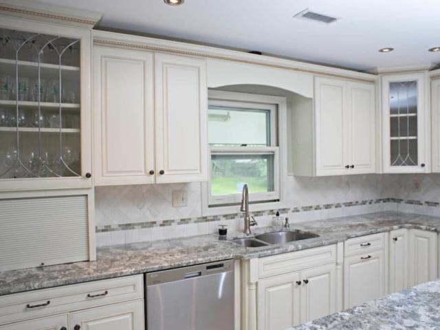 Material - Minsk Green Granite 3CM / Kitchen Perimeter Edge - Half Bullnose / Kitchen Island Edge - Cove Dupont / Sink - CMG 3220