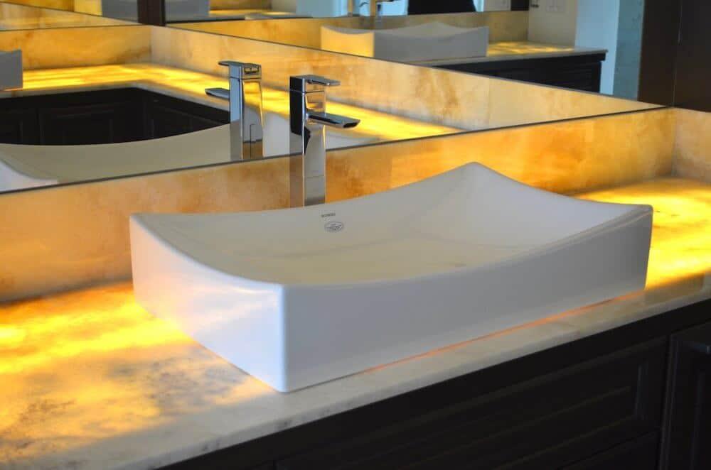 Material - Cappuccino Onyx Quartzite 3CM / Edge - Eased
