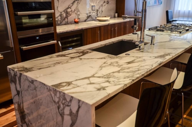 Material - Statuary Arabesque Marble 3CM / Edge - Eased with Two-Sided Waterfall / Sink CMG Chef Pro 2919